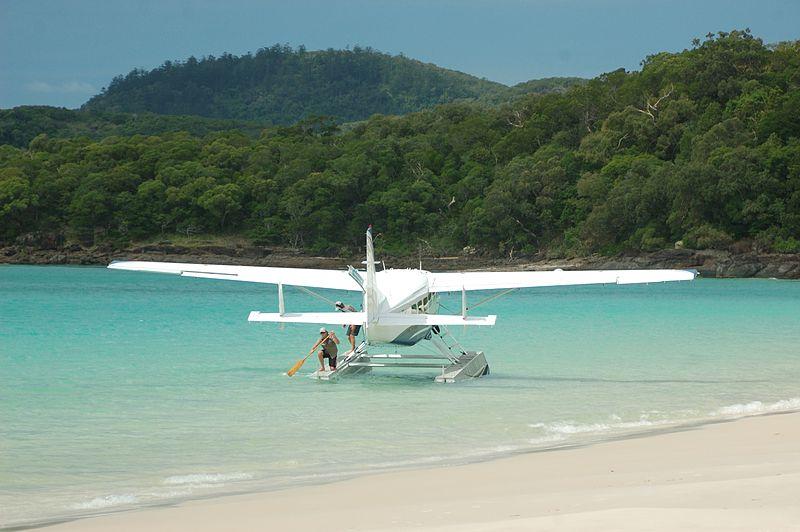 800px-Whitehaven_Beach_Aeroplane